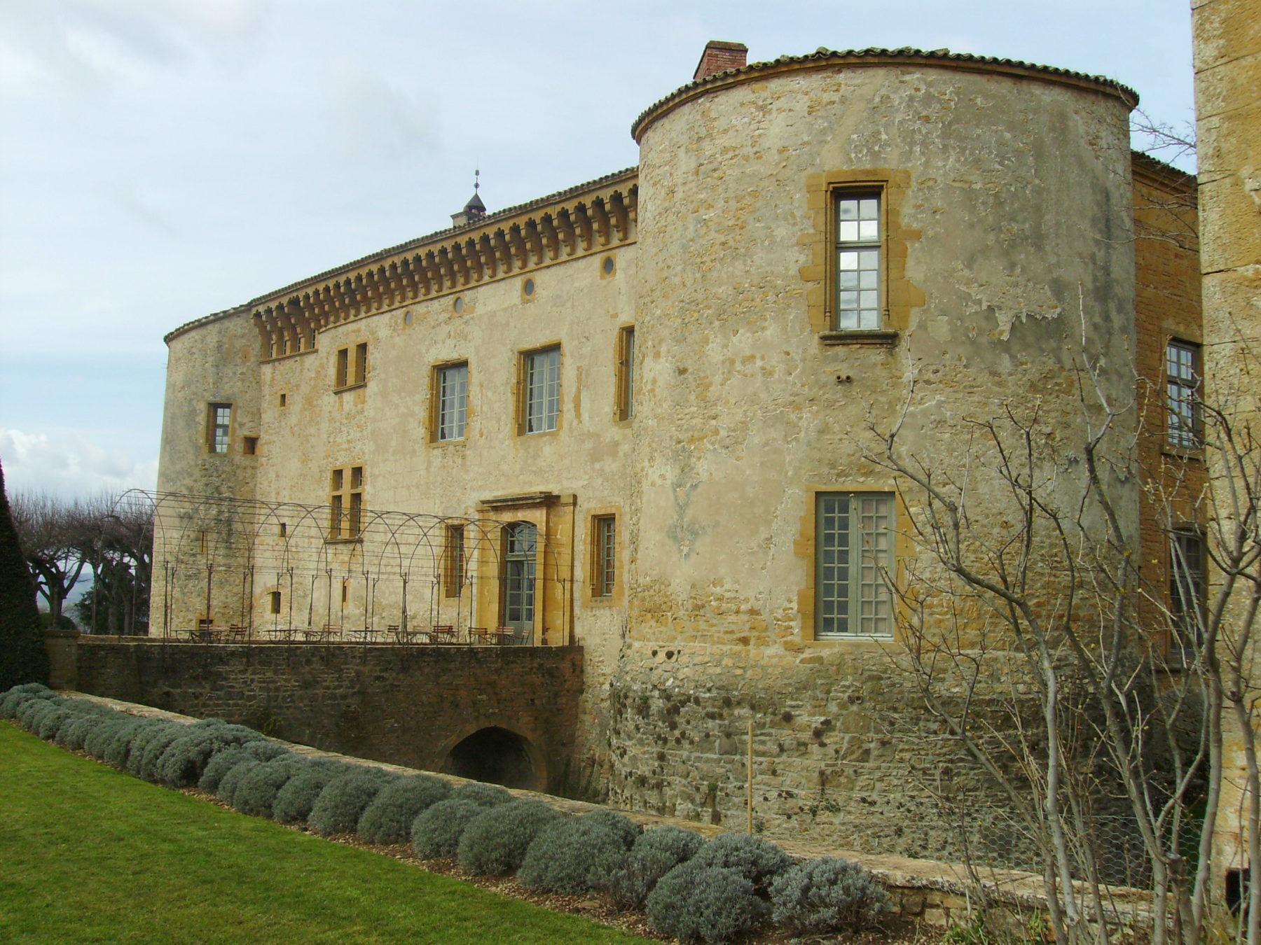 Chateau de Bagnols - vue extérieure