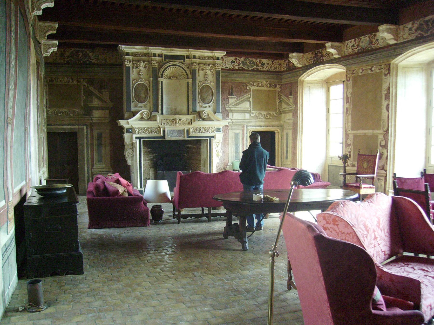 Chateau de Bagnols - Salon Rouge