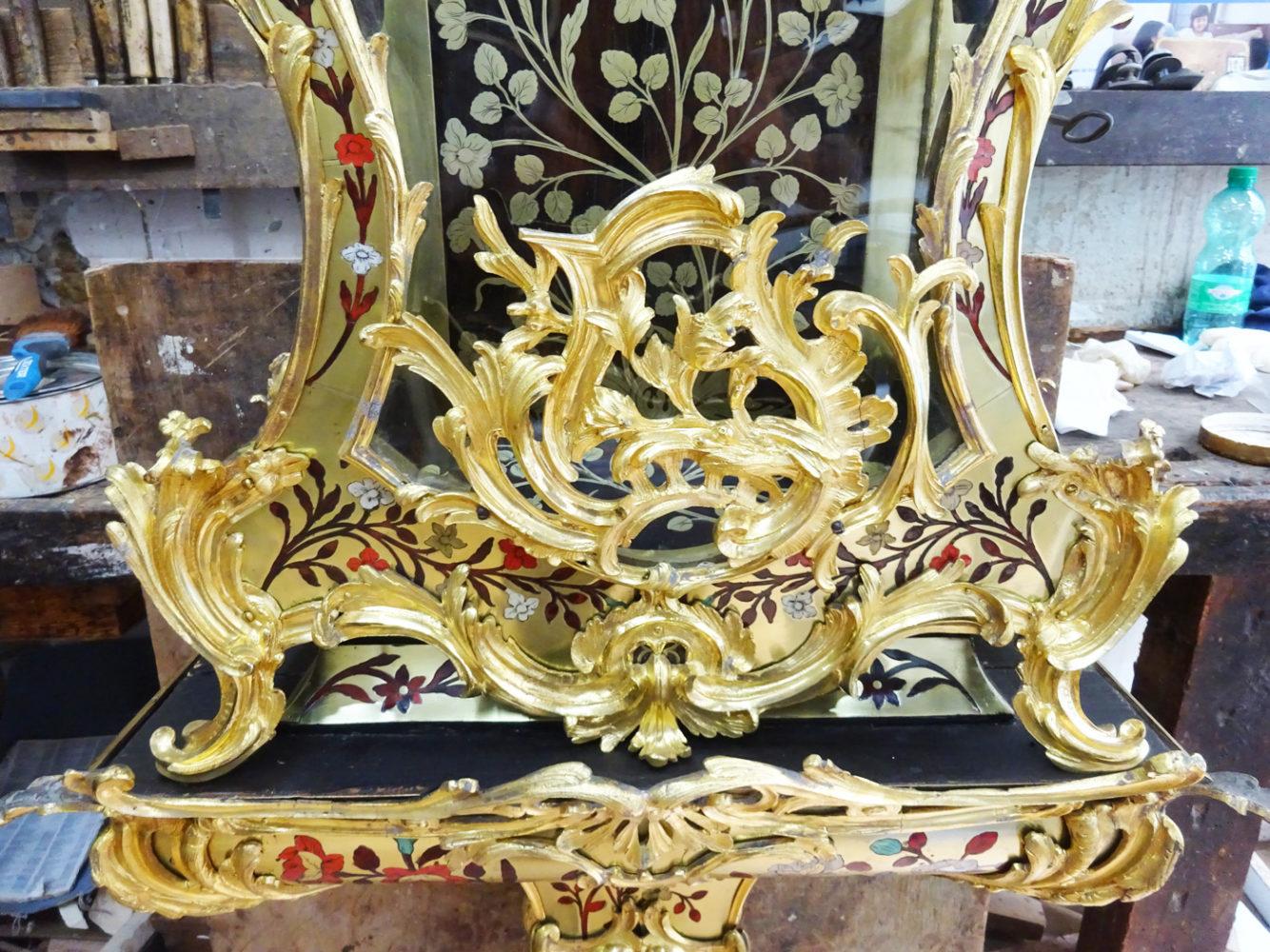 Détail  Dorure pied Cartel style Louis XV - Atelier Luc Vaganay